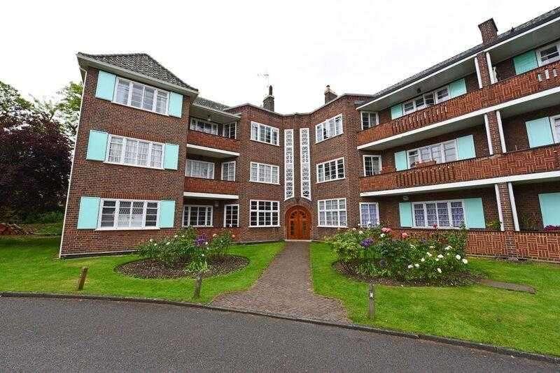 4 Bedrooms Apartment Flat for sale in Roehampton Close, Roehampton