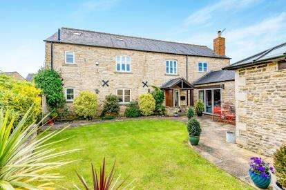 4 Bedrooms Barn Conversion Character Property for sale in Northern Close, Gretton, Corby, Northamptonshire