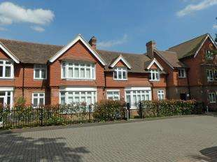 1 Bedroom Flat for sale in Old School House, Ifield Green, Crawley, West Sussex
