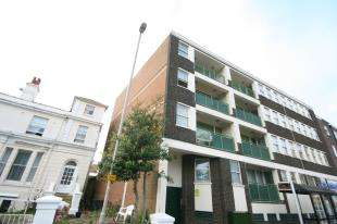 2 Bedrooms Flat for sale in Trinity House, 28 Trinity Trees, Eastbourne, East Sussex
