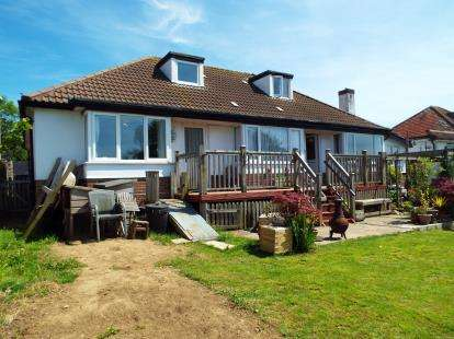 5 Bedrooms Bungalow for sale in Bridport