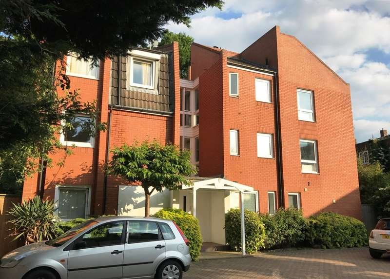 2 Bedrooms Flat for sale in Kingston Hill