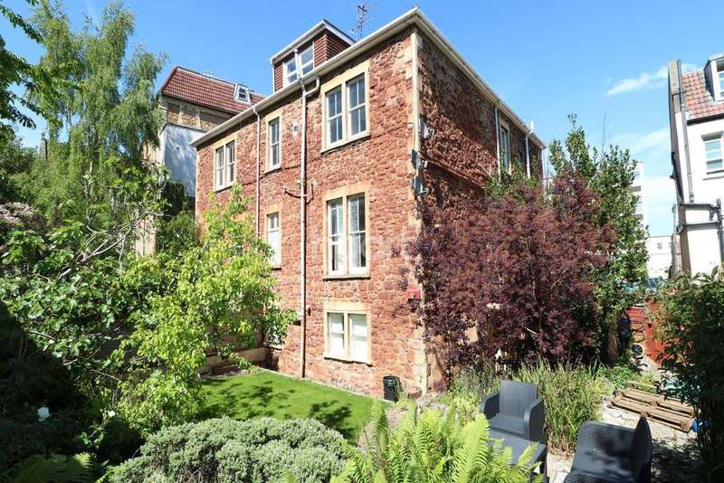 2 Bedrooms Flat for sale in Clifton