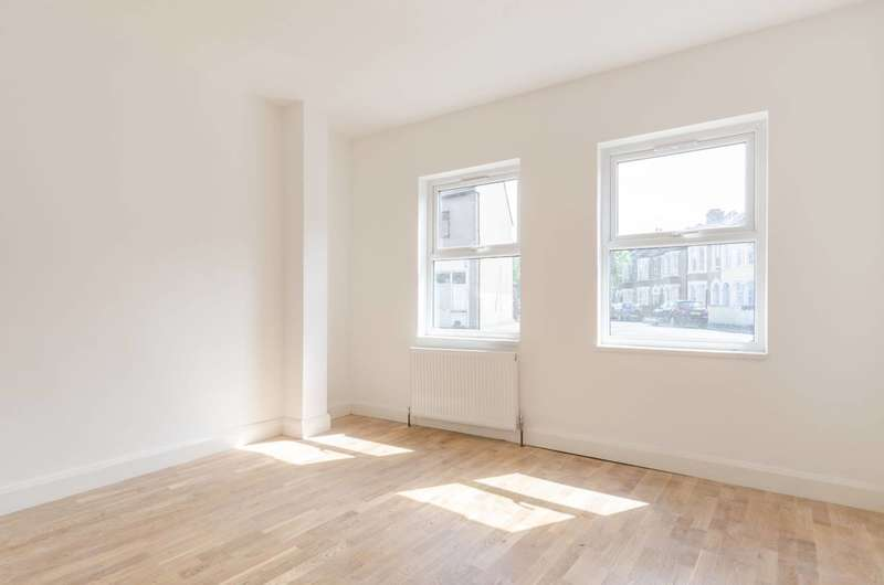 2 Bedrooms Flat for sale in Station Road, Walthamstow, E17