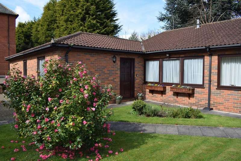 2 Bedrooms Detached Bungalow for sale in Bargate Court, Grimsby