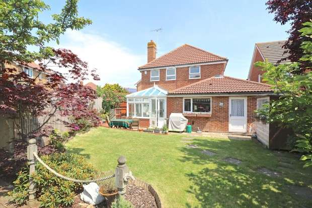 4 Bedrooms Detached House for sale in Sheffield Park Way, Eastbourne, BN23