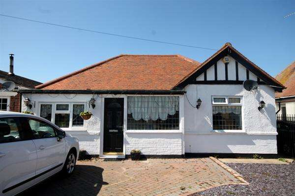 3 Bedrooms Bungalow for sale in Salisbury Road, Holland on Sea