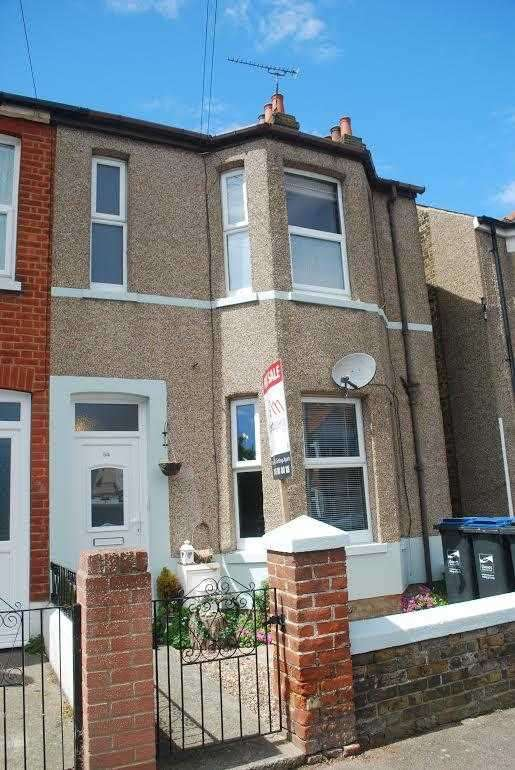 3 Bedrooms Semi Detached House for sale in Waverley Road, Margate