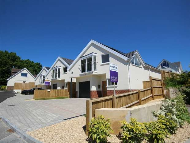 4 Bedrooms Detached House for sale in Gorse Hill Close, Oakdale, POOLE, Dorset