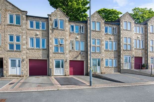 3 Bedrooms Town House for sale in Chancel Court, Longwood, Huddersfield, West Yorkshire