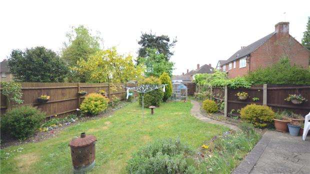 3 Bedrooms Semi Detached House for sale in Kenilworth Avenue, Reading, Berkshire