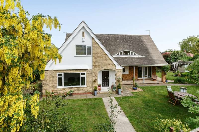4 Bedrooms Detached House for sale in Templar Gardens, Wetherby, LS22
