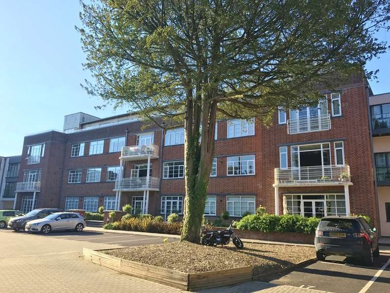 3 Bedrooms Flat for sale in St Winefrede's, Romilly Crescent, Cardiff. CF11 9FA