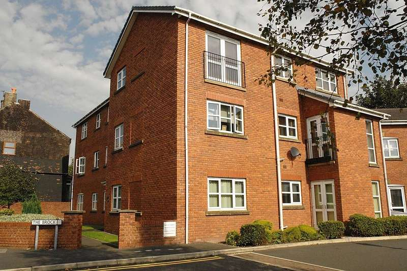 2 Bedrooms Flat for sale in 6 The Brock, High Crompton, Shaw