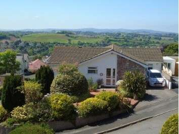 4 Bedrooms Bungalow for sale in Kingskerswell, Newton Abbot, Devon