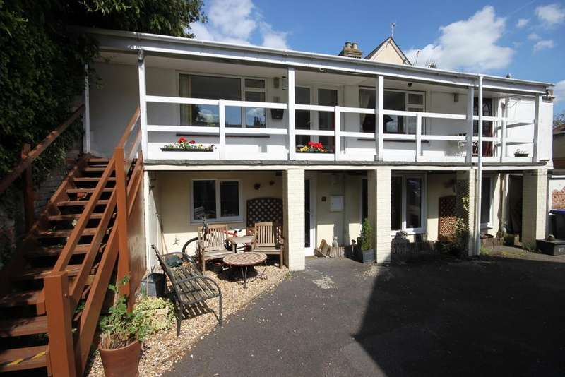1 Bedroom Apartment Flat for sale in SHAFTESBURY ROAD, WILTON, WILTSHIRE SP2 0DR