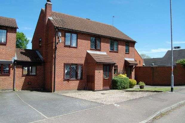 3 Bedrooms Semi Detached House for sale in Ruskin Way, Daventry, Northamptonshire NN11 4TT