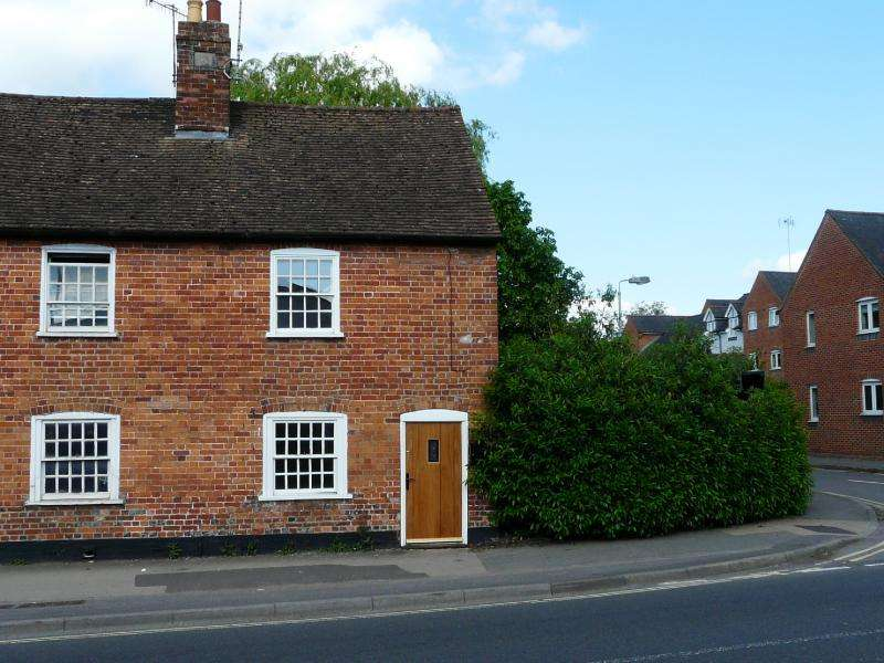2 Bedrooms End Of Terrace House for sale in London Road, Marlborough