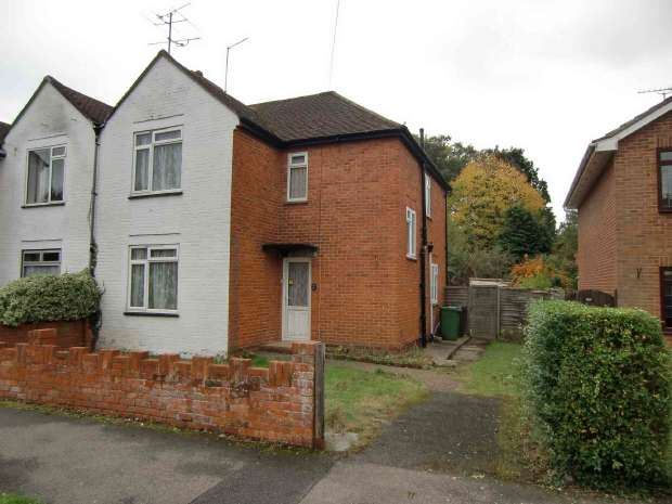 3 Bedrooms Semi Detached House for sale in Frimley Grove Gardens, Frimley, Surrey. GU16 7JX