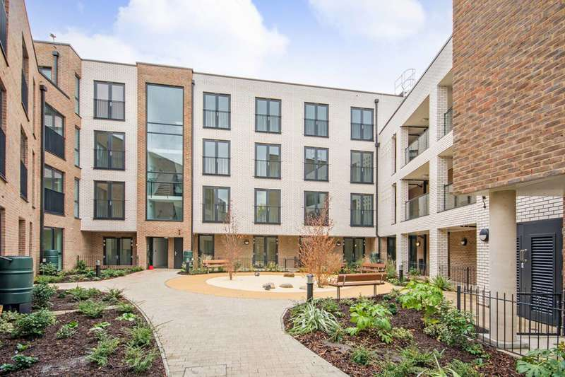 2 Bedrooms Flat for sale in Pellerin Road, Dalston, N16