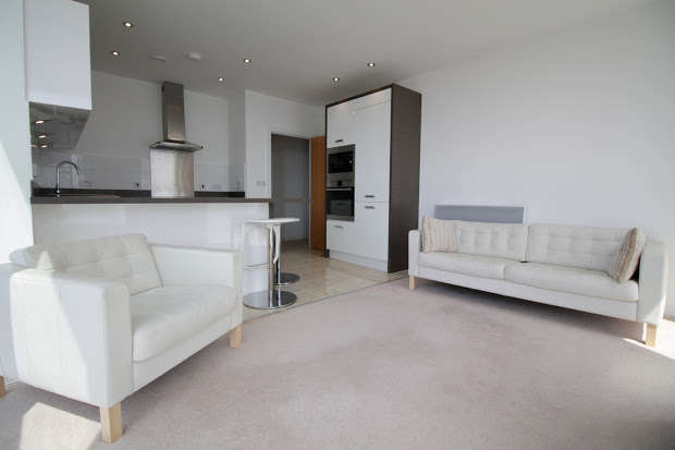 2 Bedrooms Apartment Flat for sale in Ferry Court, Cardiff, CF11