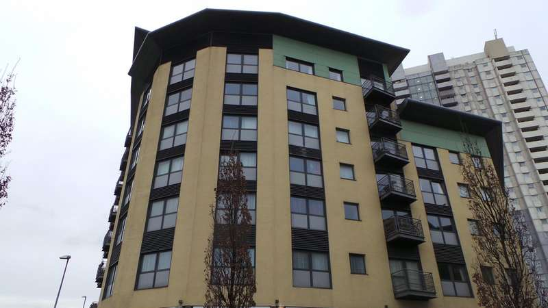 2 Bedrooms Flat for sale in 24 The Concourse, Edmonton, London, N9