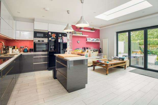 4 Bedrooms Semi Detached House for sale in West Molesey, Surrey