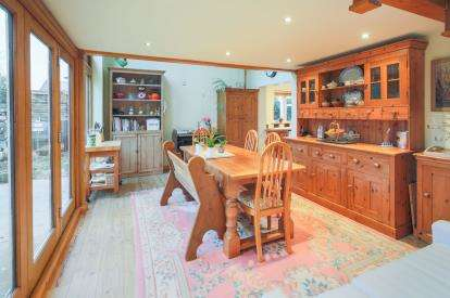 3 Bedrooms Bungalow for sale in Hingham, Norwich, Norfolk