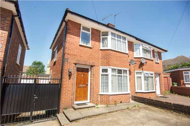 3 Bedrooms Semi Detached House for sale in Brinkburn Close, EDGWARE, HA8 5PW