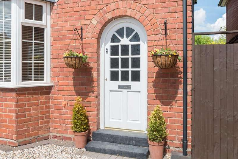 3 Bedrooms Semi Detached House for sale in Lighthorne Road, Solihull, West Midlands