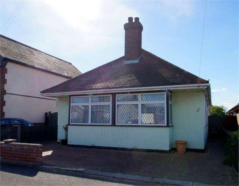 2 Bedrooms Detached Bungalow for sale in Hill Road, CLACTON-ON-SEA, Essex