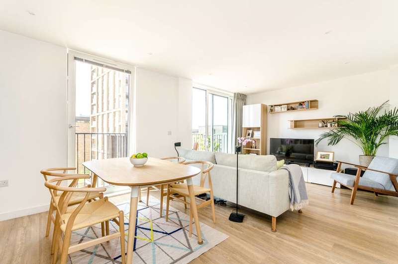 2 Bedrooms Penthouse Flat for sale in Royal Victoria Gardens, Canada Water, SE16