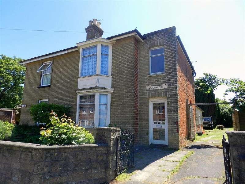 3 Bedrooms Semi Detached House for sale in Binstead Road, Ryde
