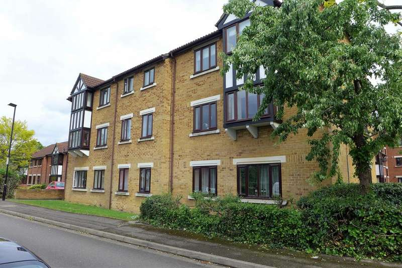 2 Bedrooms Flat for sale in Charleston Close, Feltham