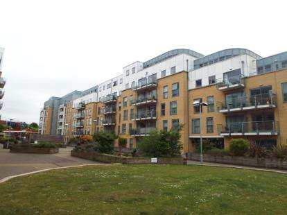 2 Bedrooms Flat for sale in Monument Court, Stevenage, Hertfordshire, England