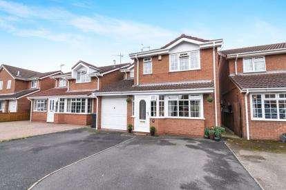 3 Bedrooms Detached House for sale in Lavender Walk, Evesham, Worcestershire