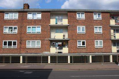 3 Bedrooms Flat for sale in Stratford, London, England