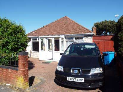2 Bedrooms Bungalow for sale in Wallisdown, Poole, Dorset