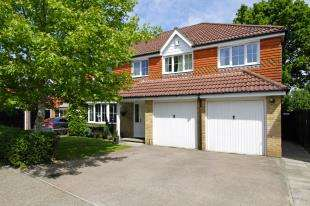5 Bedrooms Detached House for sale in Charlock Way, Southwater, Horsham