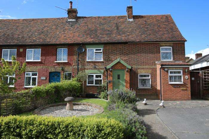 4 Bedrooms End Of Terrace House for sale in FORESTER COTTAGES, EPPING ROAD, ONGAR CM5