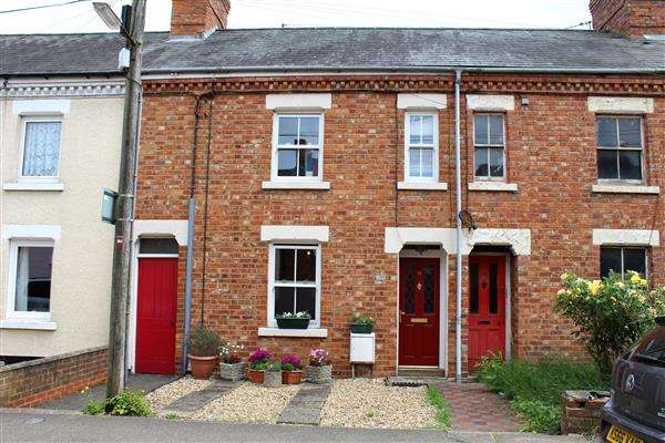 4 Bedrooms Terraced House for sale in Old Stratford, Milton Keynes