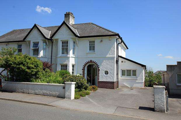 3 Bedrooms Semi Detached House for sale in Bronwydd Road, Carmarthen, Carmarthenshire