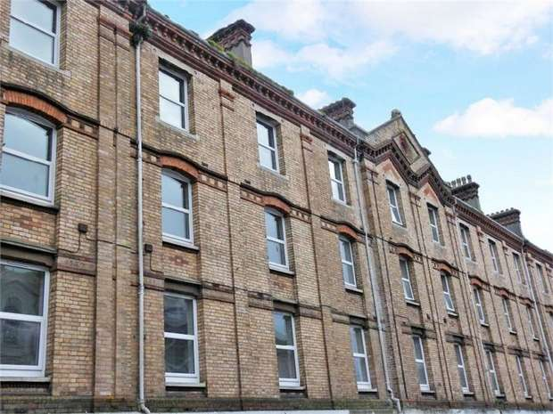 2 Bedrooms Flat for sale in Market Street, Torquay, Devon