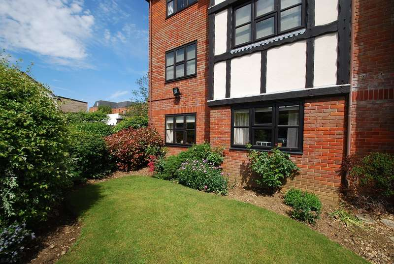 1 Bedroom Flat for sale in The Hollies, Maxwell Road, Beaconsfield, HP9
