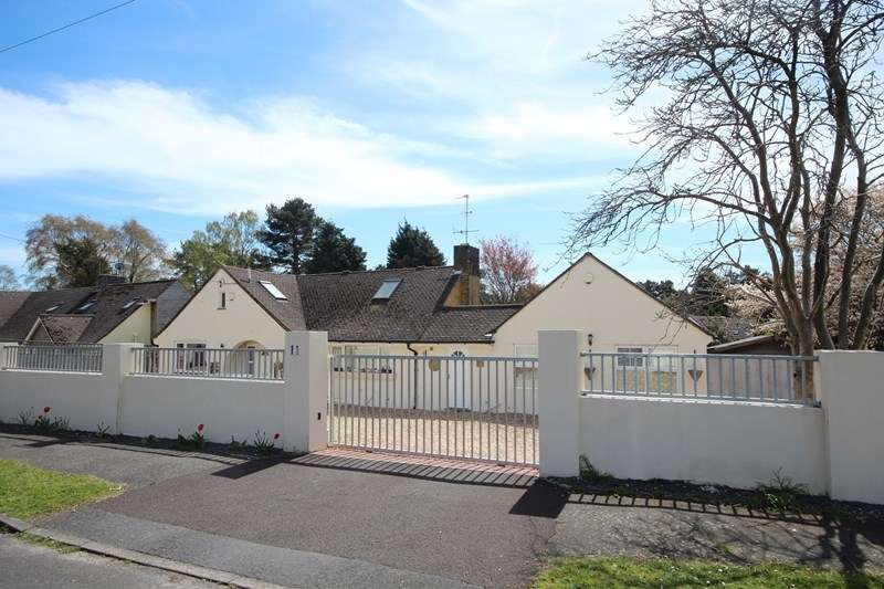 4 Bedrooms Chalet House for sale in Oaks Drive, St Leonards, Ringwood