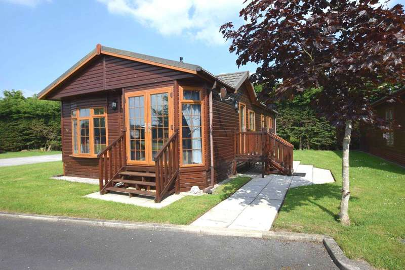 2 Bedrooms Lodge Character Property for sale in Woodlawn Drive, Lytham St Annes