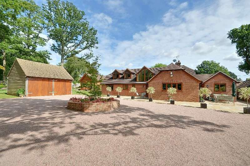 4 Bedrooms Detached House for sale in Clayhill, Beckley