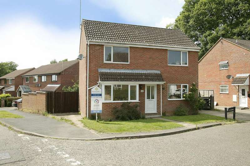 3 Bedrooms Detached House for sale in Wordsworth Drive, Dereham