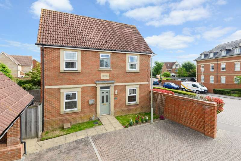 3 Bedrooms Semi Detached House for sale in Octavian Way, Kingsnorth, Ashford, TN23