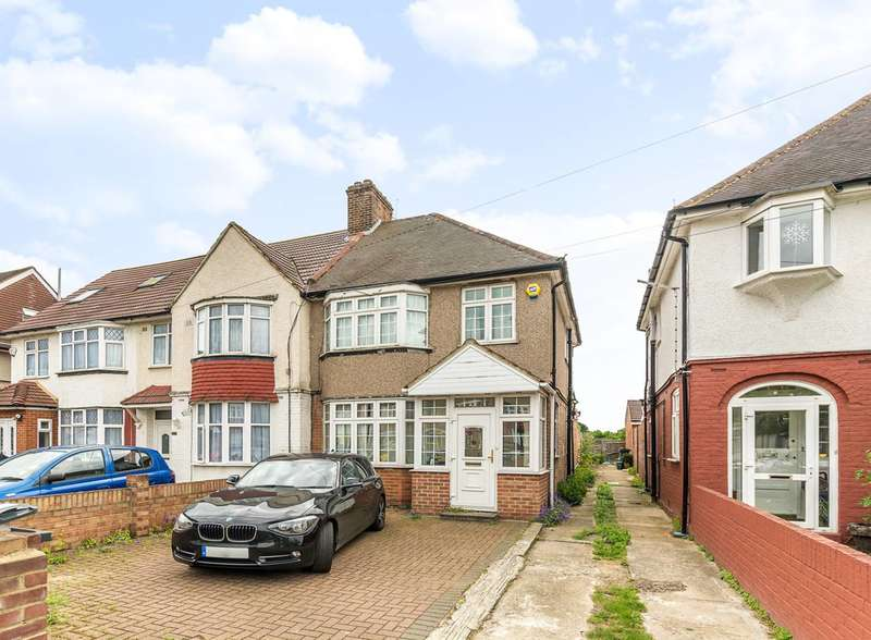 3 Bedrooms Semi Detached House for sale in Central Avenue, Hounslow, TW3